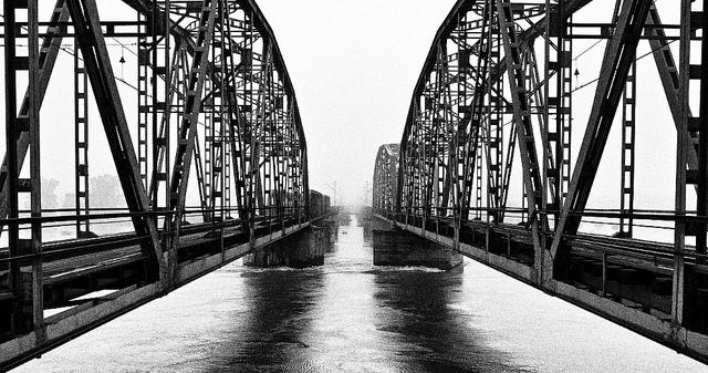 powódź we Wrocławiu 2010 r. wysoka woda na Osobowicach pod mostem kolejowym Popowice-Osobowice PS ten most kolejowy Popowice-Osobowice już nie istnieje - w latach 2012-14 został całkowicie przebudowany