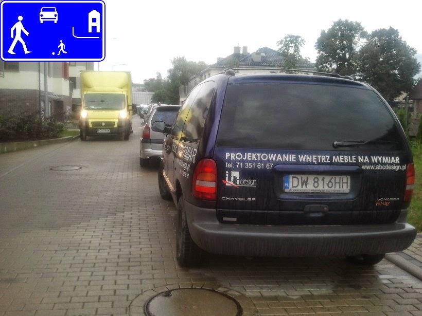 zakaz parkowania gdzie popadnie w strefie zamieszkania (znak D-40)