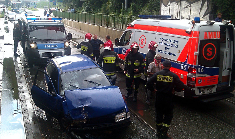 Niezapięte pasy ofiary przyczynienie wypadku