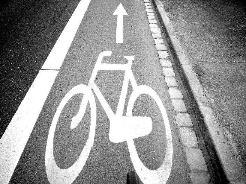 rowerem ulicą mimo drogi dla rowerów