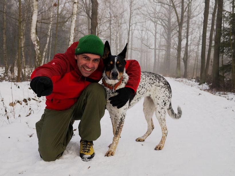 zimowy spacer z psem -- Kuata na śniegu