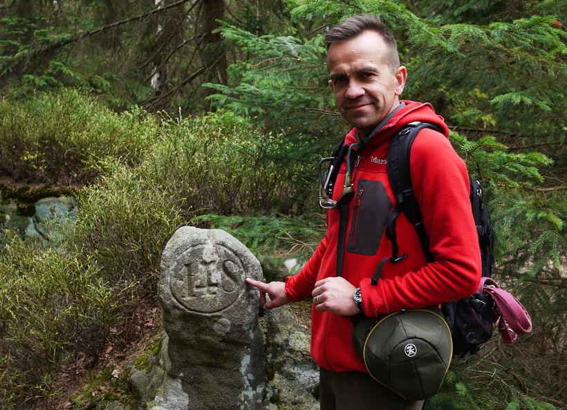 Góry Stołowe warto zobaczyć napisy na skale