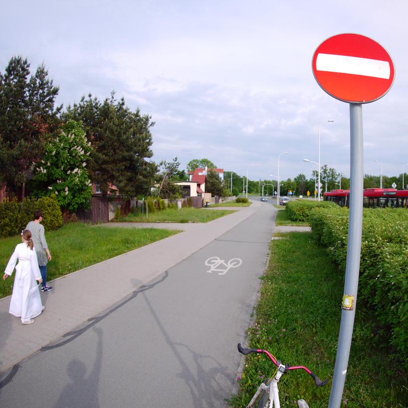 znak drogowy niezgodny przepisem