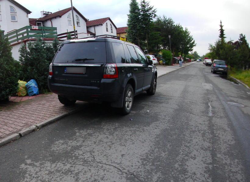 parkowanie samochodu dmc 2,5t chodnik