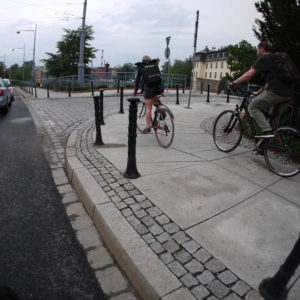 odpowiedzialność rowerzysty potrącenie pieszego chodniku