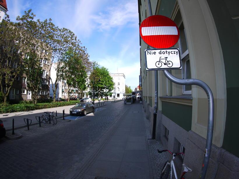 niestosowanie się do znaków drogowych
