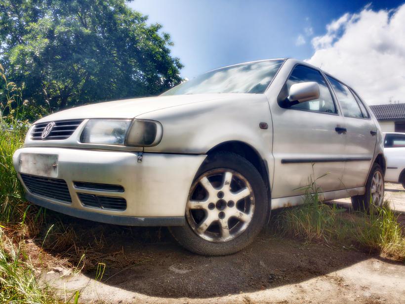 Samochód ruchu stoi włączony silnik