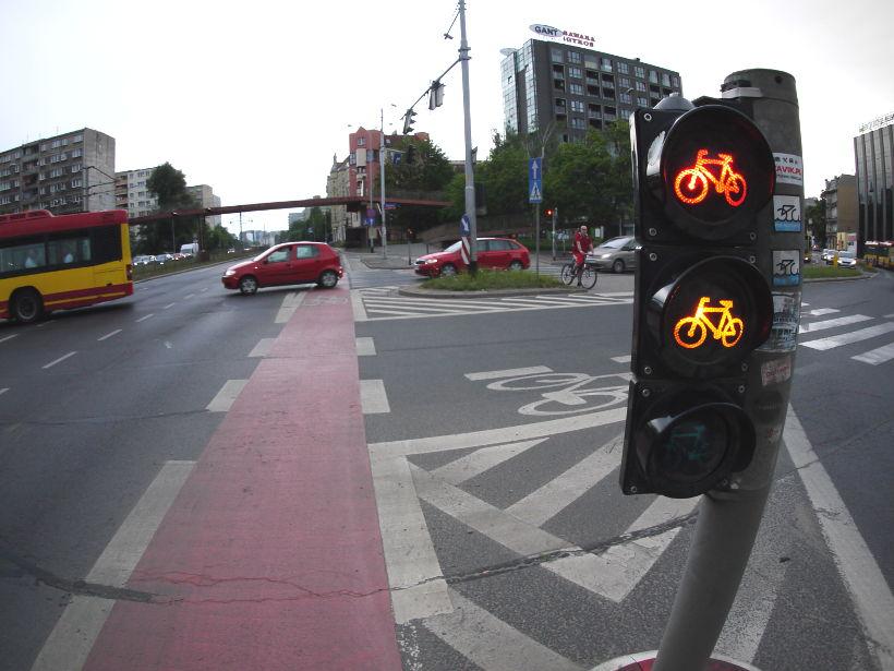 naruszenie obowiązku jazdy drogą dla rowerów