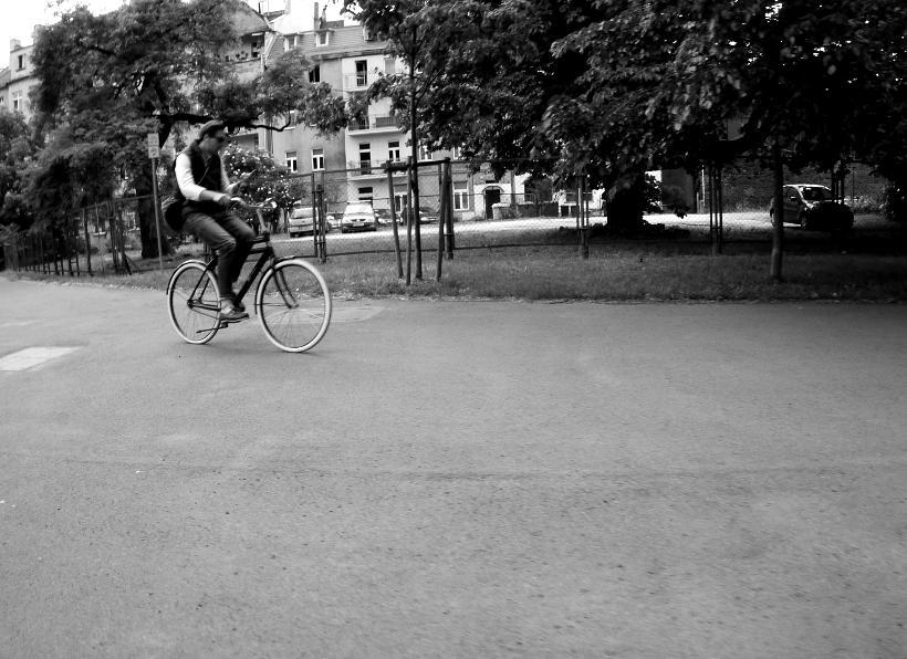 korzystanie telefon jazda rowerem