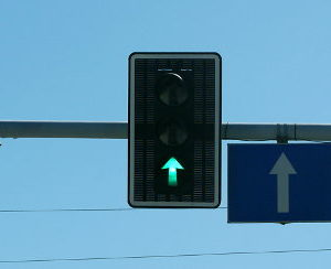 Trąbienie kierowcę włączającego ruchu