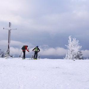obowiązkowy kask nartach snowboardzie