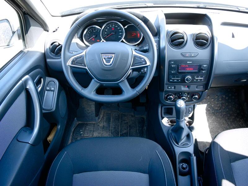 Dacia Duster Laureate wnętrze