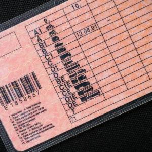 zniesienie obowiązku posiadania przy sobie prawa jazdy