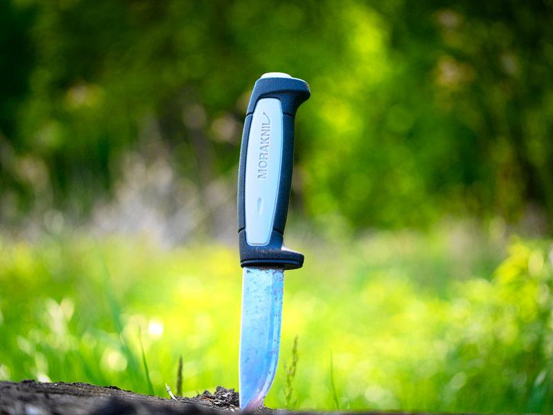 zabicie odebranym nożem