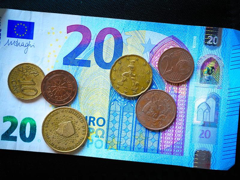 banknoty jedynym legalnym środkiem płatniczym
